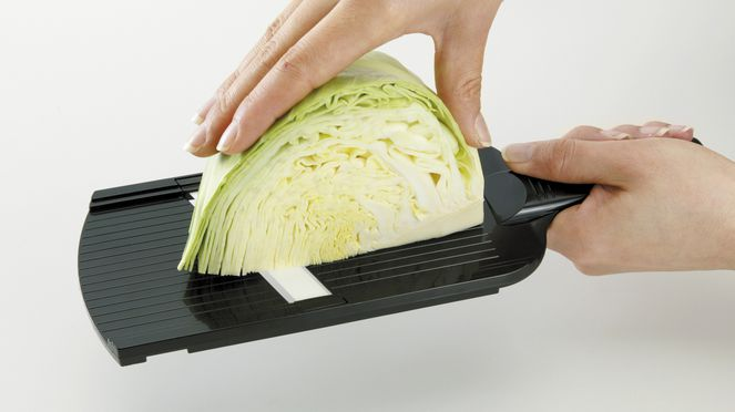Ceramic slicer cuts easily vegetables and fruit