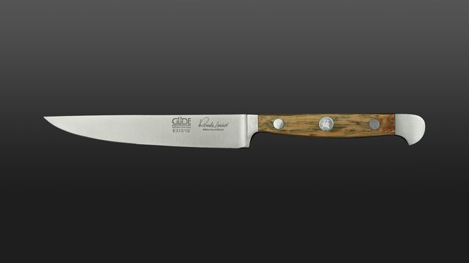 The smooth steak knife Güde convinces by its sharpness