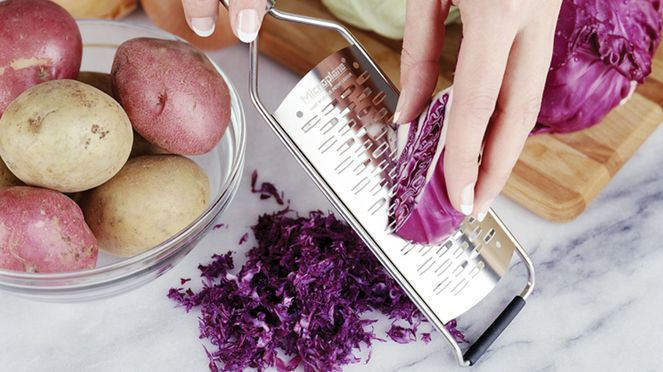 The grater is perfectly suitable for cabbage