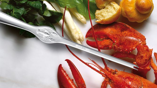 The triangle® lobster fork removes easily the lobster meat
