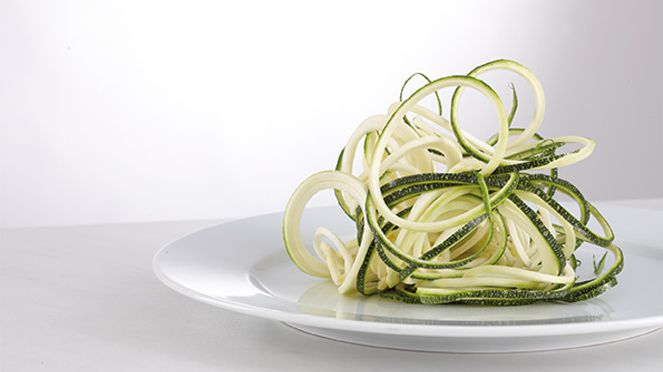 The endless julienne cutter cuts perfect vegetable slices
