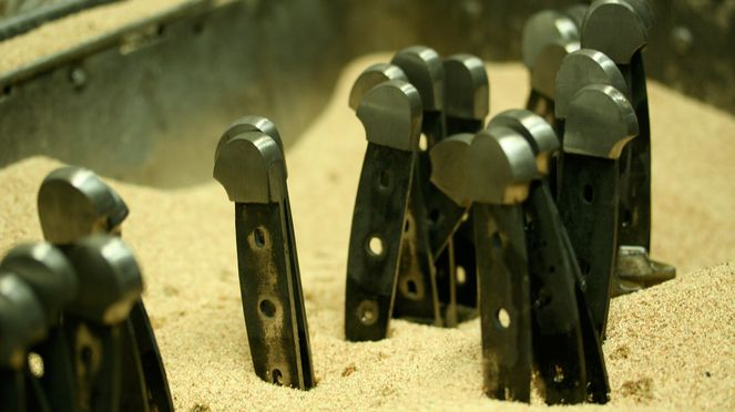 Messerset Alpha, die Messer im Sand
