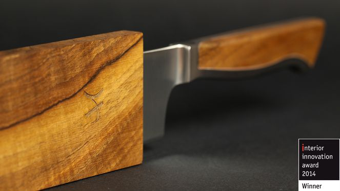 The Caminada Santoku with wooden sheath is very noble