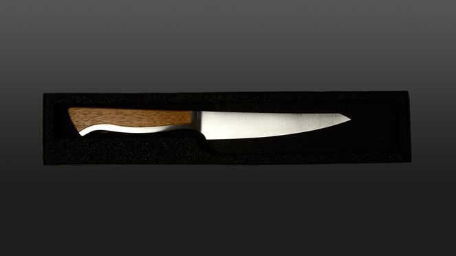 The Caminada steak knife serves also as a utility knife