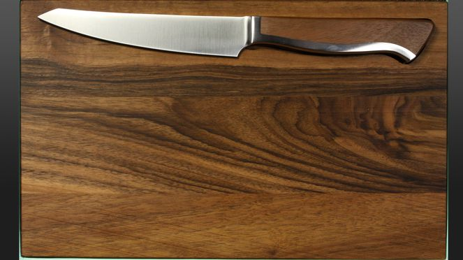 serrated steak knife Caminada with walnut wooden board