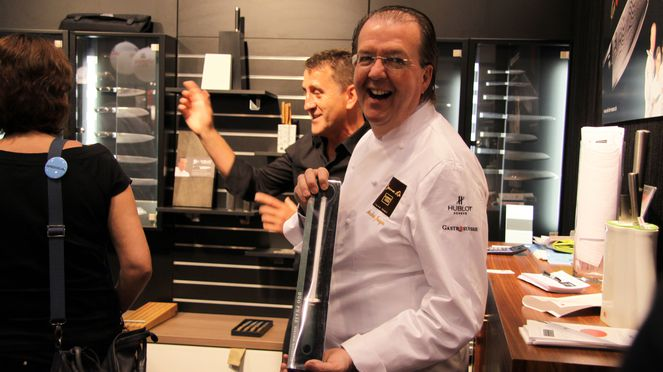 The ceramic sharpening steel is also appreciated by celebrity chefs