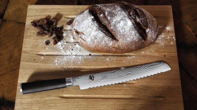 Bread knife Shun is ideal for cutting bread
